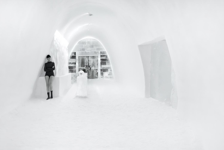 vagnelind-photographer-kalla-bad-black-icehotel
